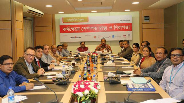 Discussants attend at a roundtable on `Occupational Health and Safety at Workplace` organised by Prothom Alo at its office in Dhaka on Sunday. Photo: Hasan Raza
