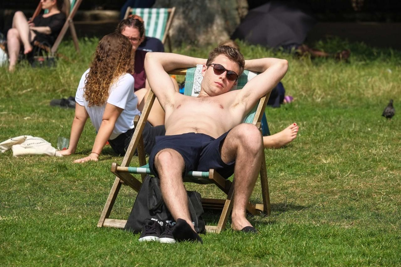 Londoners enjoyed temperatures of 28C yesterday in Green Park
